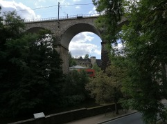 鉄道橋とボック要塞